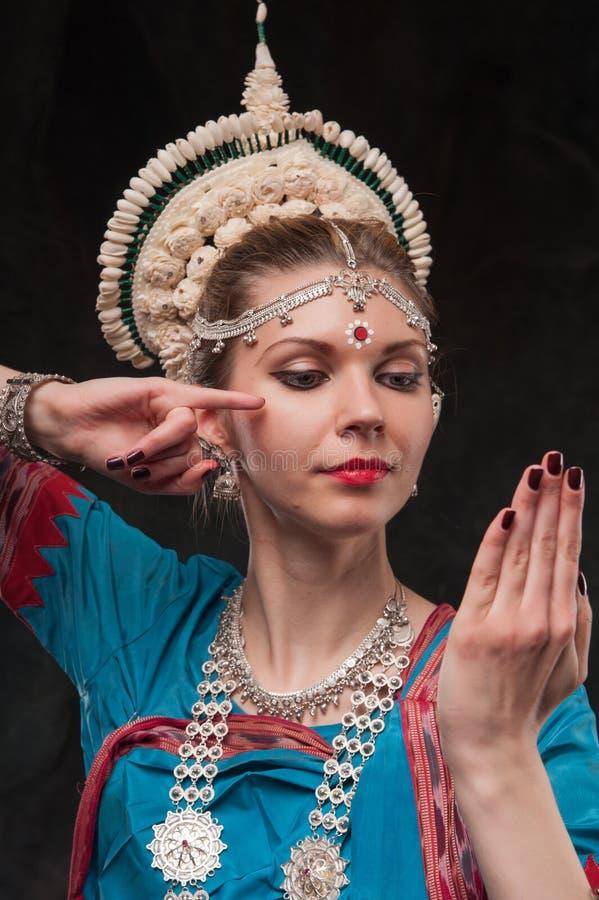 Jolie fille dans le costume traditionnel images libres de droits