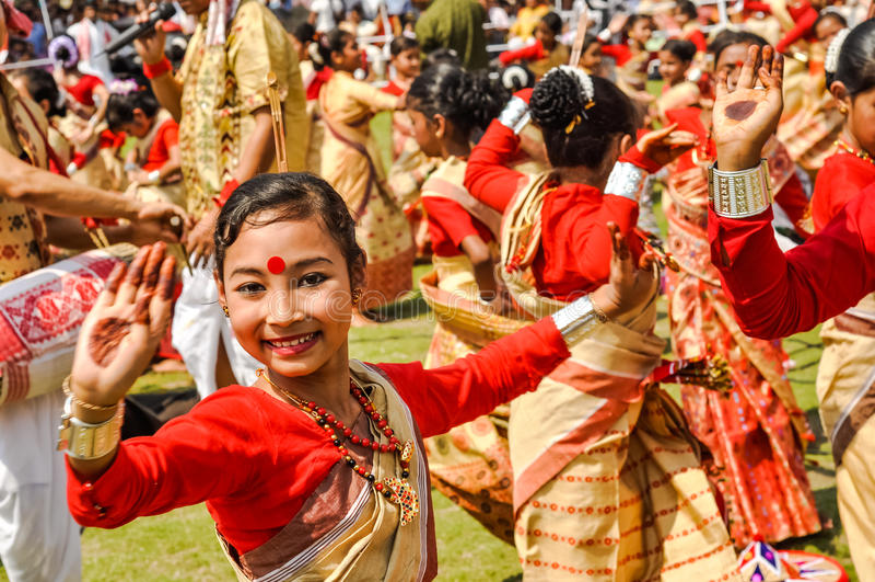 Jolie fille dans le sari dans Assam photographie stock