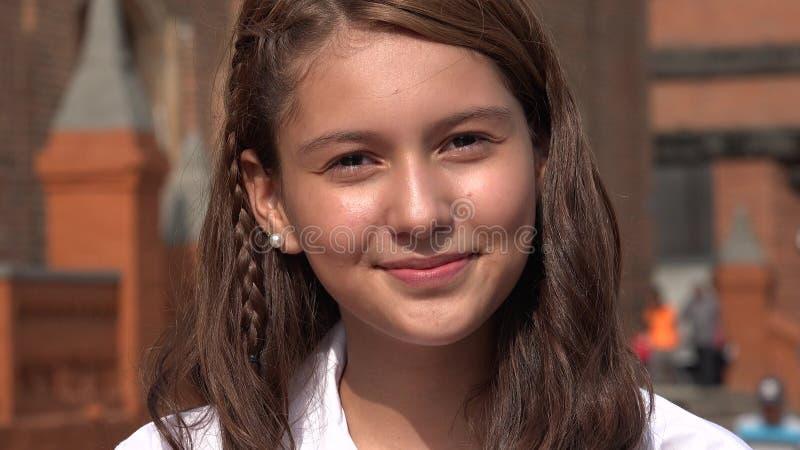 Jolie fille de l'adolescence de sourire images libres de droits
