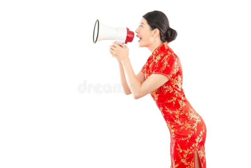 Jolie fille tenant le mégaphone image libre de droits