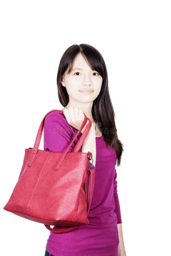 Jolie fille tenant un sac à main rouge images libres de droits