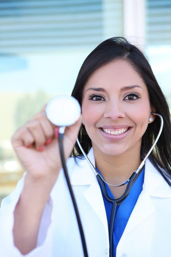 Jolie infirmière avec le stéthoscope photo stock