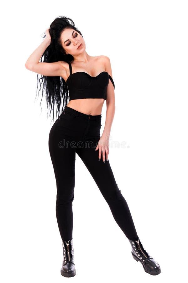 Jolie jeune femme dans des vêtements noirs photos libres de droits