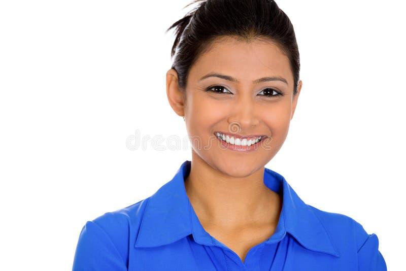 Jolie jeune femme heureuse de sourire sûre photo stock