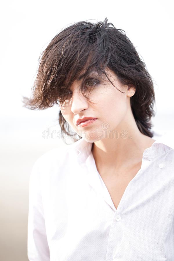 Jolie verticale de femme image stock