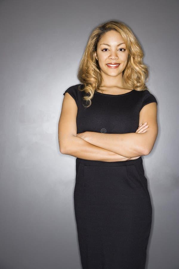 Jolie verticale de sourire de femme. photos libres de droits