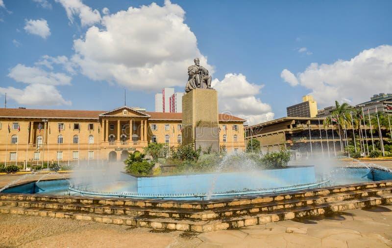 Jomo Kenyatta statua James Butler blisko Kenyatta Międzynarodowego Centre w Nairobia, Kenja obrazy royalty free