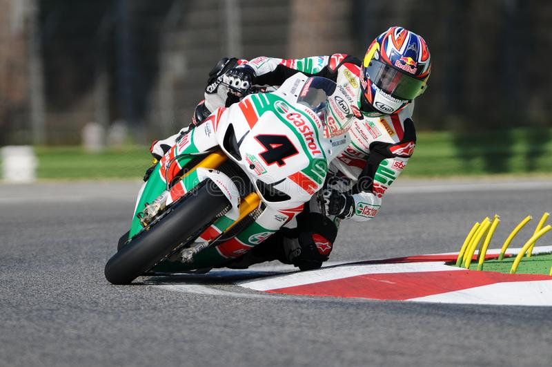 Jonathan Rea GBR Honda CBR1000RR Castrol Honda i handling under Superbikeövningen i Imola Circuit arkivfoton