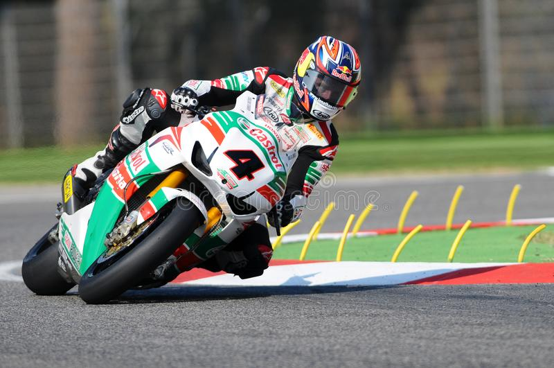 Jonathan Rea GBR Honda CBR1000RR Castrol Honda w akci podczas Superbike Ćwiczy w Imola obwodzie obraz stock