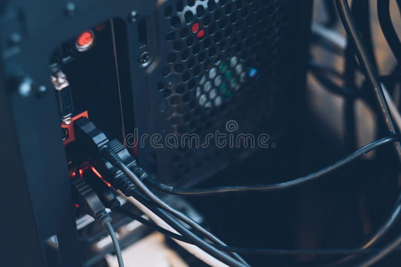 Jonction de câble gauche d'usb de PC d'unité de système informatique photo stock