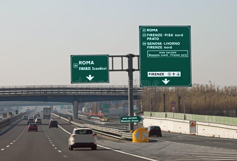 jonction de route dans l'autoroute italienne image stock