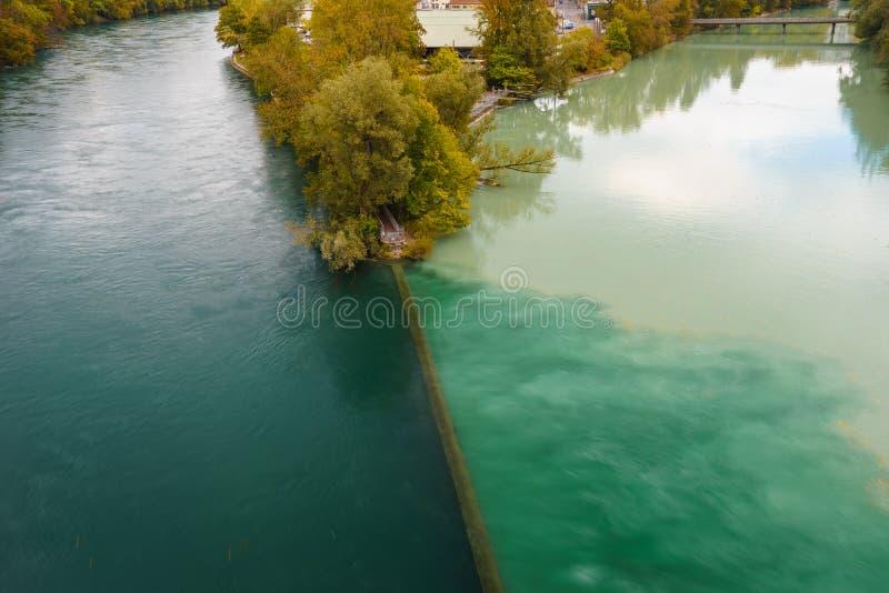 Jonction du Rhône et de l'Arve photo stock