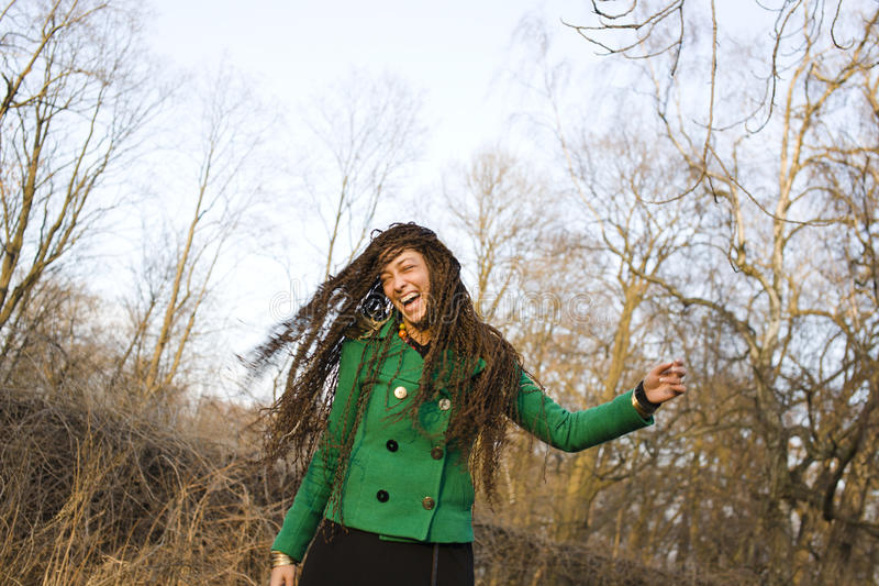 Jong aanbiddelijk mooi meisje met vlechtenkapsel royalty-vrije stock fotografie