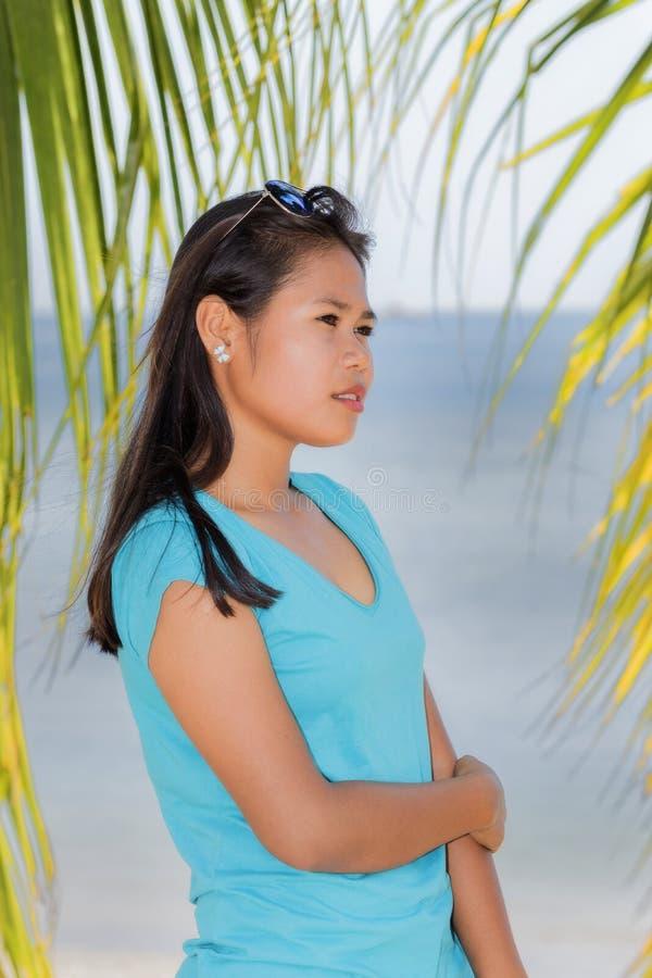 Jong aantrekkelijk meisje royalty-vrije stock afbeeldingen