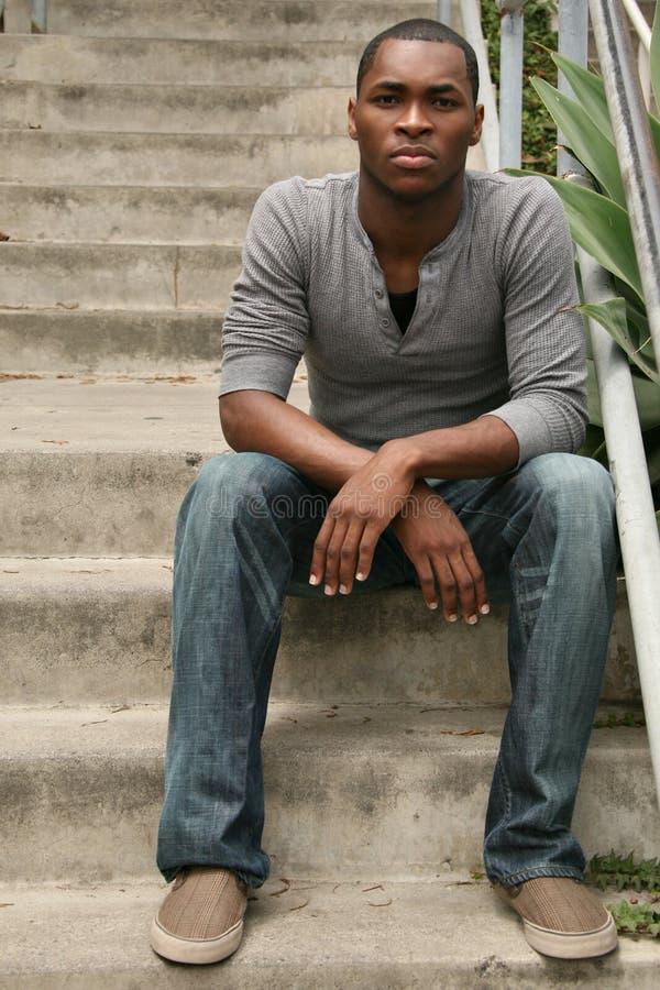 Jong Afrikaans Amerikaans Mannetje op Trap stock afbeeldingen