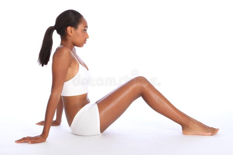 Jong Afrikaans Amerikaans vrouwen geschikt lichaam in ondergoed stock afbeeldingen