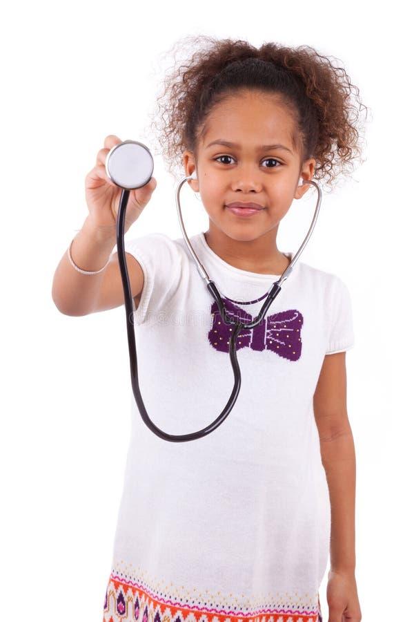 Jong Afrikaans Aziatisch meisje die een stethoscoop houden stock afbeeldingen
