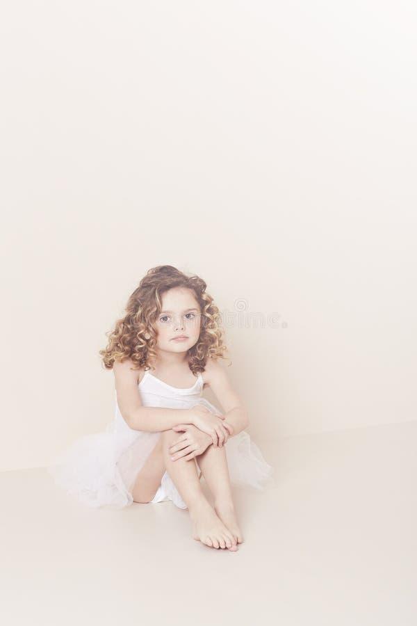 Jong ballerinaportret stock foto's