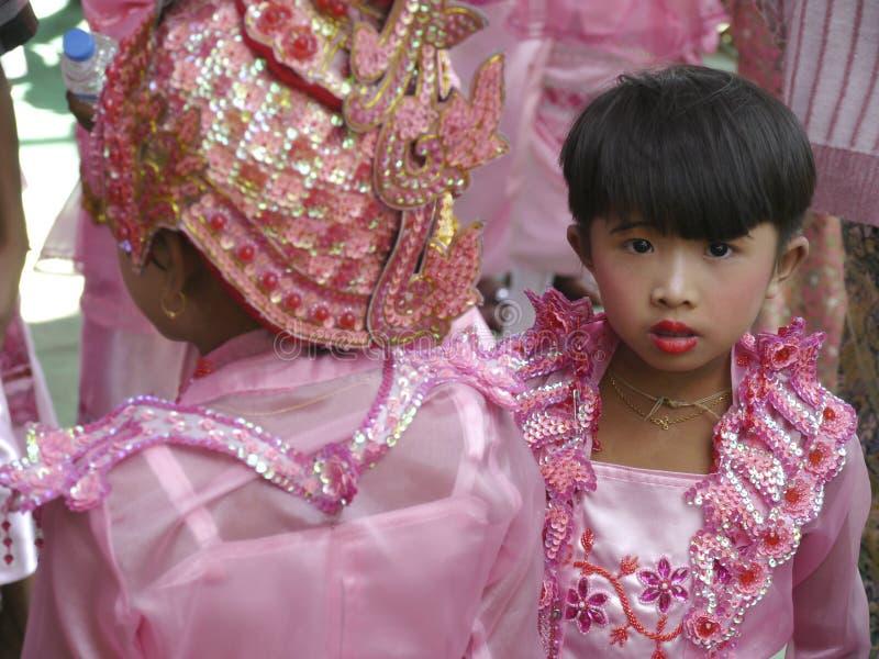 Jong Birmaans meisjesportret, Shinbyu-Beginner Boeddhistische Monnik Ceremony, Mandalay stock afbeelding