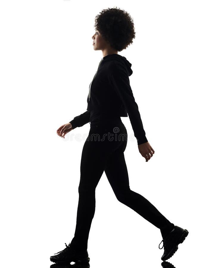 Jong de vrouw van het tienermeisje het lopen ge?soleerd schaduwsilhouet stock foto's