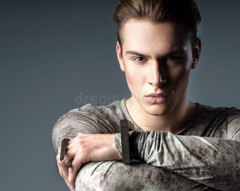 Jong, elegant, sexy, manier, knap, Kaukasisch, mensenzitting royalty-vrije stock foto