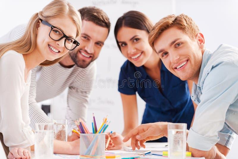 Jong en creatief team stock foto's
