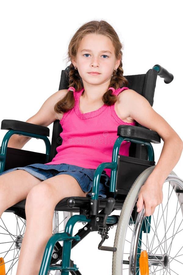 Jong gehandicapt meisje in een rolstoel royalty-vrije stock afbeelding