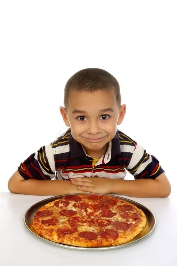 Jong geitje en pizza royalty-vrije stock afbeeldingen