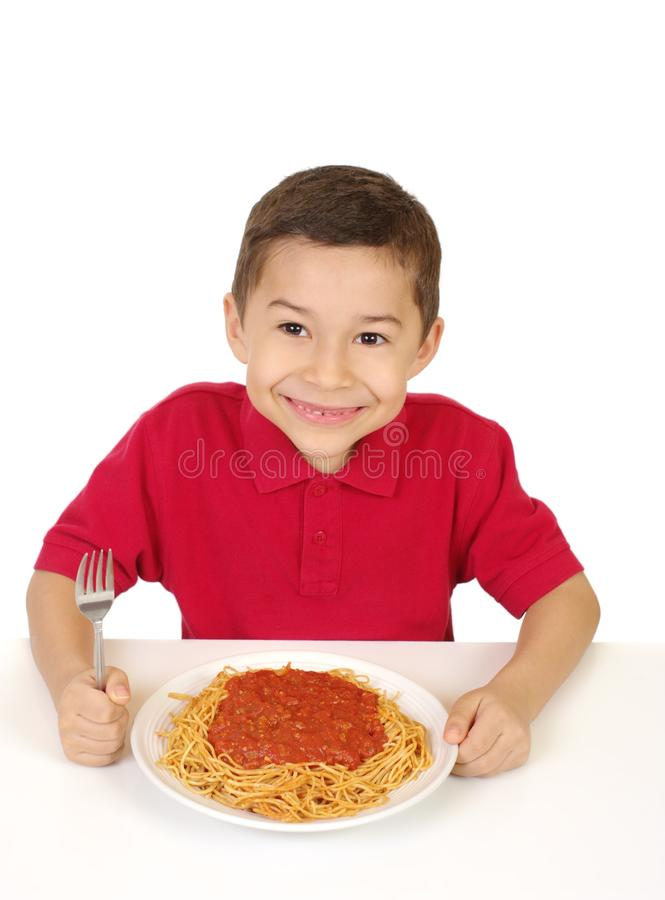 Jong geitje klaar om spaghetti te eten royalty-vrije stock fotografie