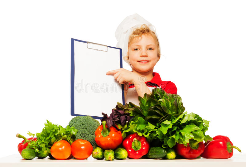 Jong geitjejongen in kok eenvormig met menu stock afbeelding