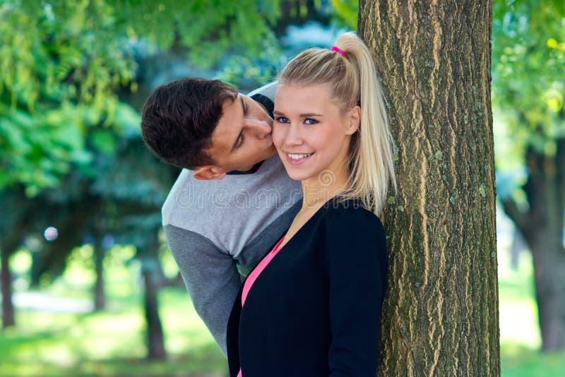 Jong Gelukkig Paar in Liefde royalty-vrije stock foto's