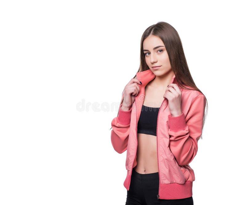 Jong glimlachend die geschiktheid-meisje in sportstijl op witte achtergrond wordt geïsoleerd Gezond levensstijlconcept royalty-vrije stock fotografie