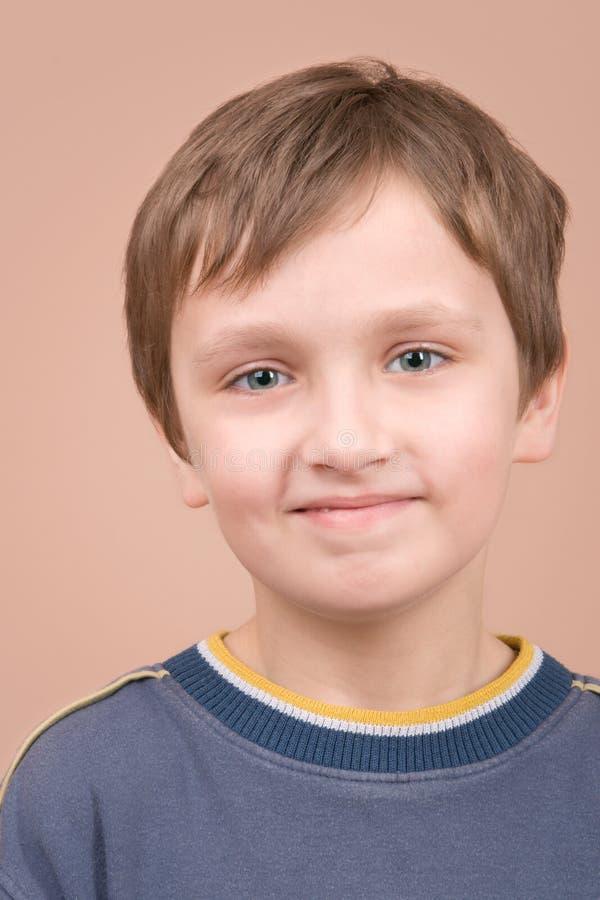 Jong jongen het glimlachen portret stock foto's
