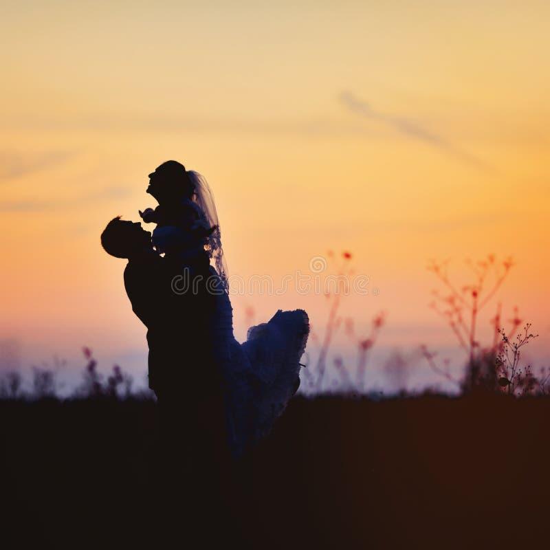 Jong Kaukasisch huwelijkspaar royalty-vrije stock afbeeldingen