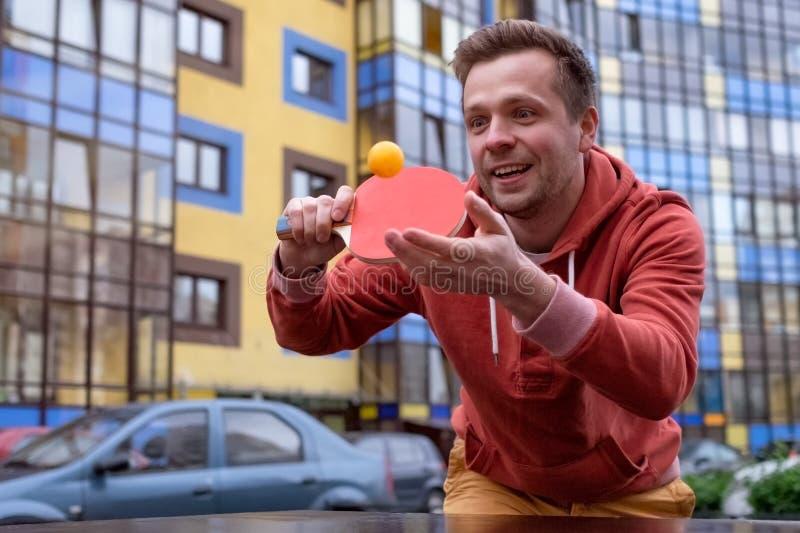 Jong Kaukasisch mensen speelpingpong, pingpong royalty-vrije stock foto