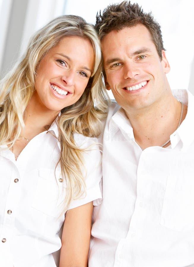 Jong liefdepaar royalty-vrije stock afbeeldingen