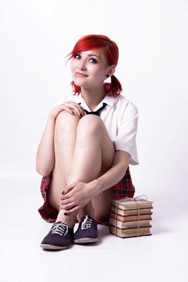 Jong meisje in animestijl met boeken stock fotografie