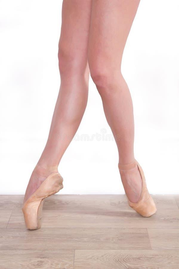 Jong meisje, ballerinabenen royalty-vrije stock fotografie