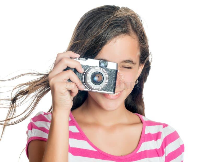 Jong meisje die een compacte camera met behulp van stock afbeeldingen