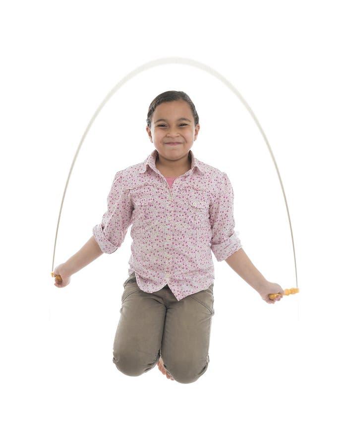 Jong Meisje die met Touwtjespringen springen royalty-vrije stock afbeelding