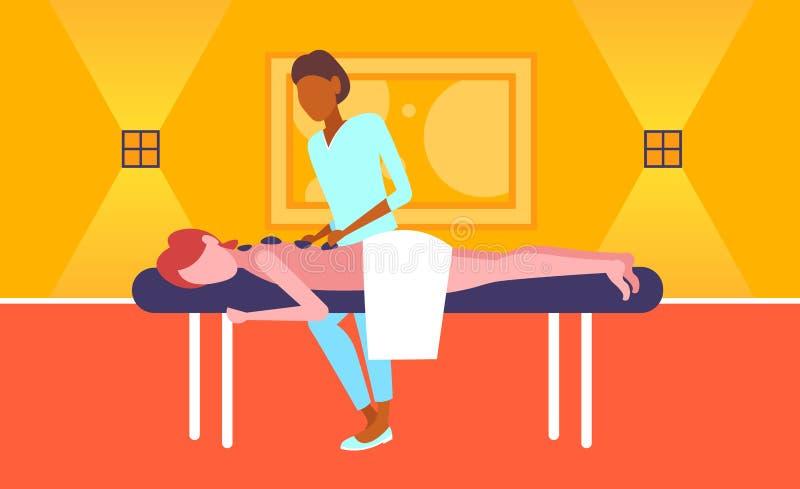 Jong meisje die van de traditionele hete Afrikaanse Amerikaanse masseuse genieten die van de steenmassage geduldige woman hotel h royalty-vrije illustratie