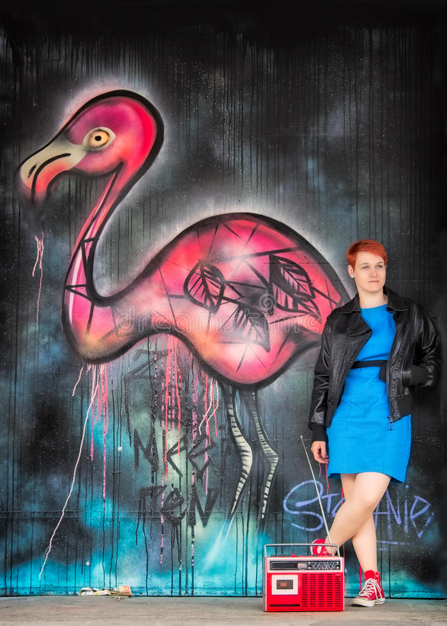 Jong meisje en een flamingo royalty-vrije stock fotografie