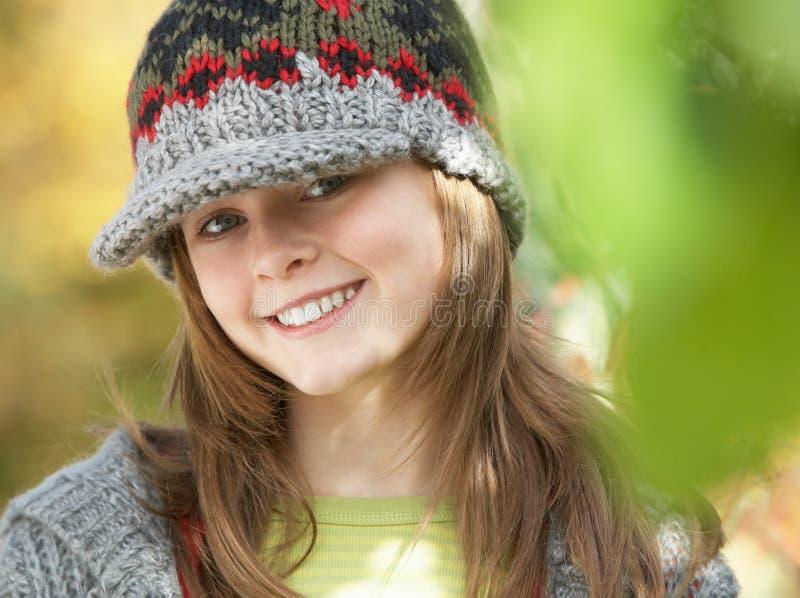 Jong Meisje in het Bos van de Herfst royalty-vrije stock afbeelding