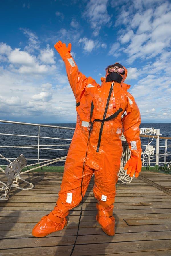 Jong meisje in het maritieme reddingskostuum royalty-vrije stock afbeelding