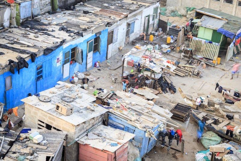 Jong meisje in krottenwijken, Ghana, West-Afrika royalty-vrije stock foto's