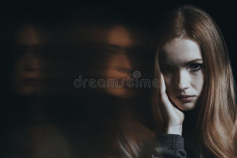 Jong meisje met bipolaire wanorde stock afbeelding