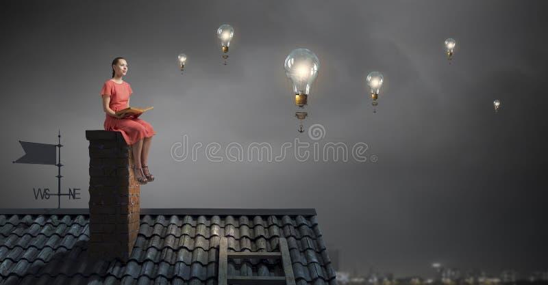 Jong meisje met boek Gemengde media stock afbeeldingen