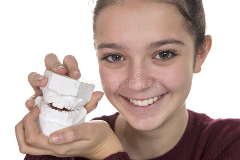 Jong meisje met een nieuwe glimlach stock afbeeldingen