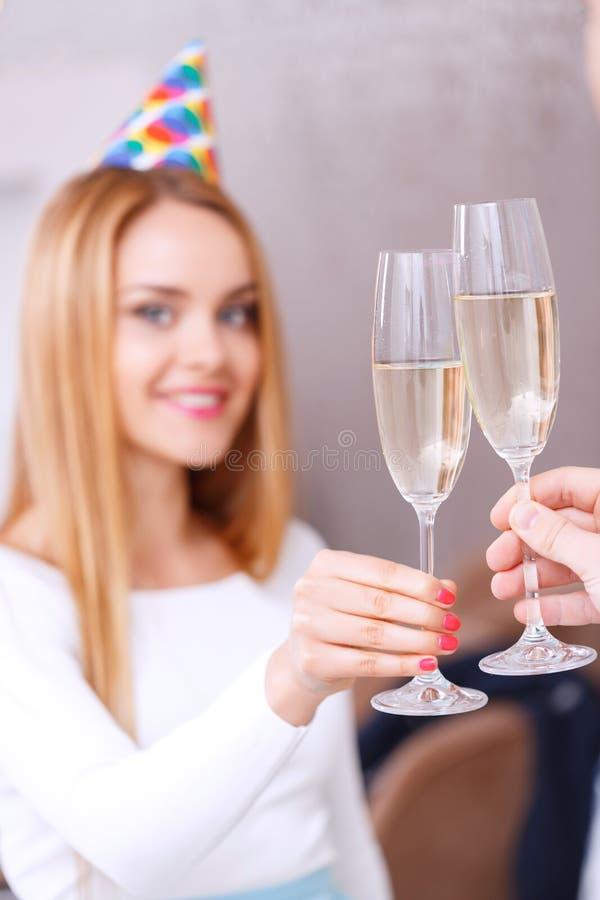 Jong meisje met glas champagne royalty-vrije stock foto's