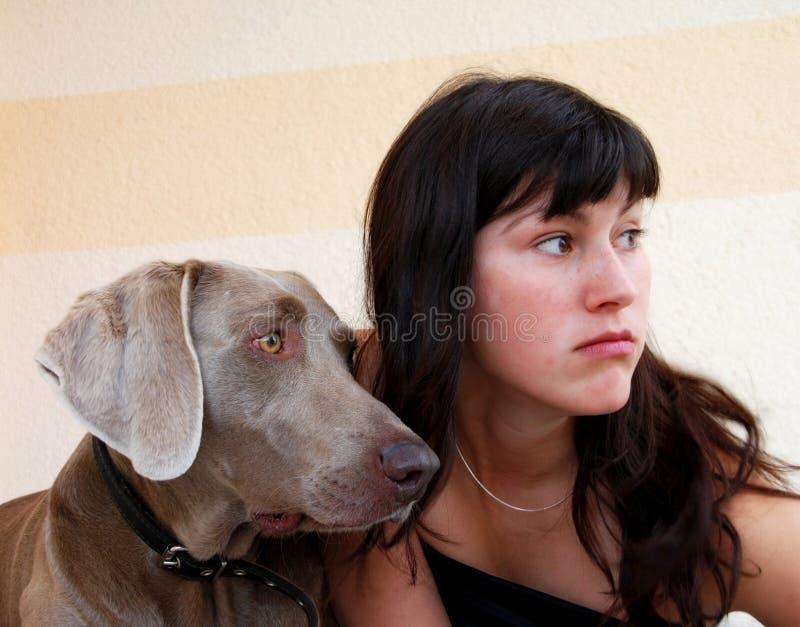 Jong meisje met hond royalty-vrije stock afbeeldingen